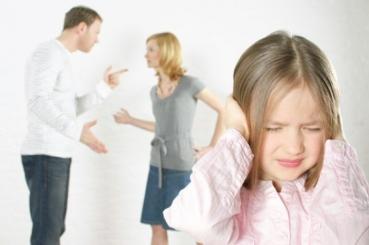 Разводът е труден момент в живота на семейството. Децата на разведени родители се чувстват ...